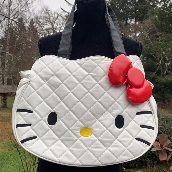 73dbe0965b04 Loungefly Hello Kitty White Quilted Face Bag
